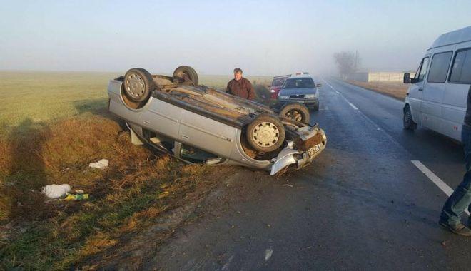 Foto: Galerie foto / ACCIDENT RUTIER ÎN JUDEŢUL CONSTANŢA. Un şofer s-a răsturnat cu maşina. Două victime!