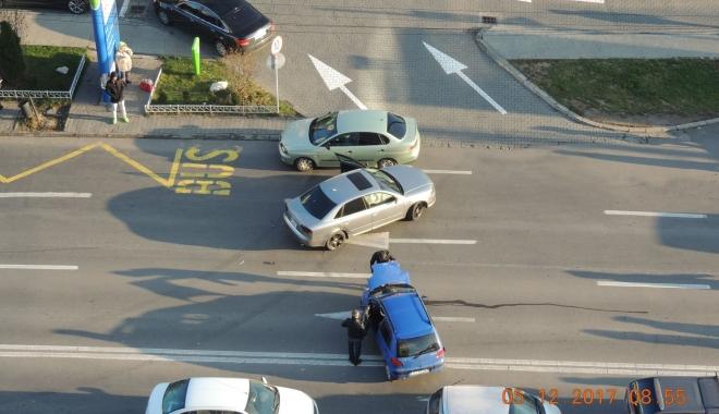 ACCIDENT RUTIER în zona Boema. Un şofer imprudent tăiat linia continuă - acc3-1512465087.jpg