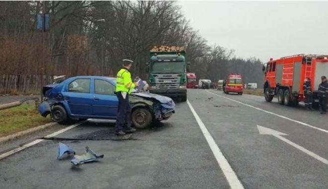 Foto: Accident cu OPT maşini pe DN1. Mai multe persoane au avut nevoie de îngrijiri