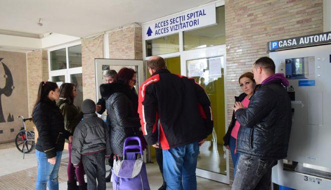 Foto: Acces limitat la Spitalul de Urgenţă Constanţa. Unii vizitatori sunt nemulţumiţi, alţii, inconştienţi