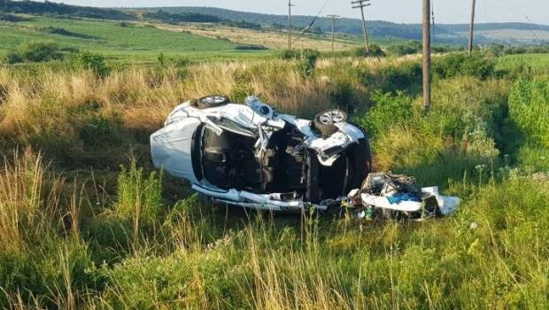 Foto: Accident grav! Un mort și trei răniți grav, după ce un autoturism a fost lovit de tren