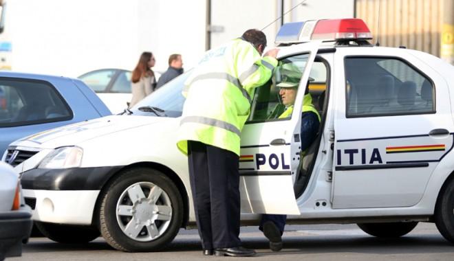 GRAV ACCIDENT RUTIER / Șoferul, un cunoscut infractor, a fugit de la locul faptei - accident-1350312073.jpg