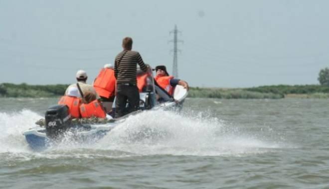 Foto: Accident nautic pe lacul Snagov: O persoană este dată dispărută