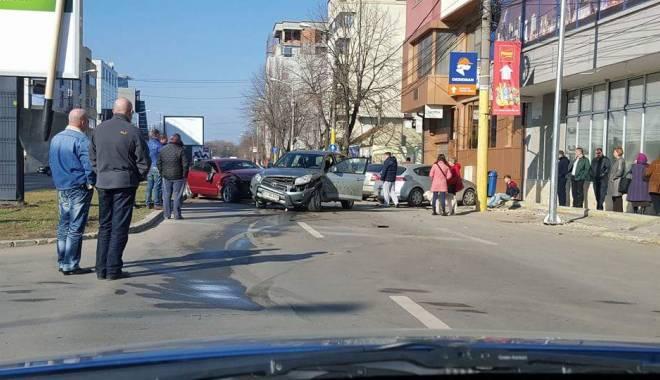 Foto: Accident rutier în Constanţa! Două maşini distruse