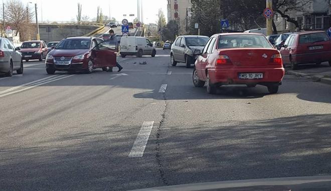 Foto: Accident rutier!  A întors pe linia continuă  şi a rămas fără permis