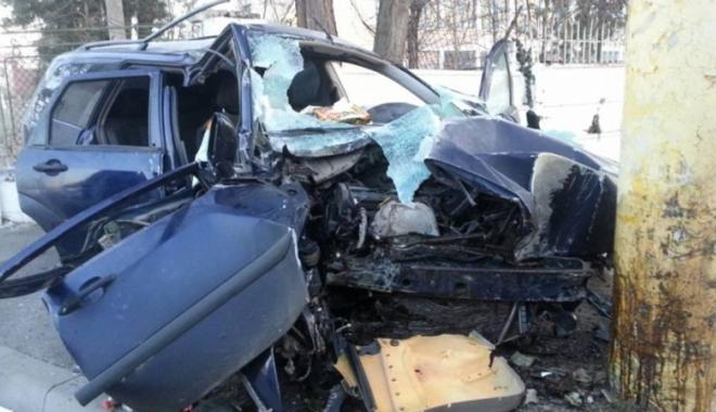 Foto: Accident mortal  pe bulevardul Brătianu,  după ce a intrat  cu maşina în stâlp