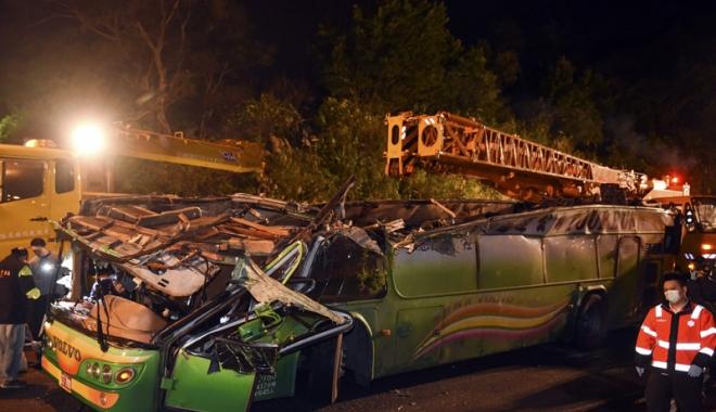 Foto: Accident cumplit, în Taiwan. Cel puțin 32 de morți