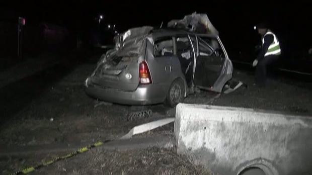 Foto: ACCIDENT MORTAL. O maşină s-a izbit de un pod şi a luat foc