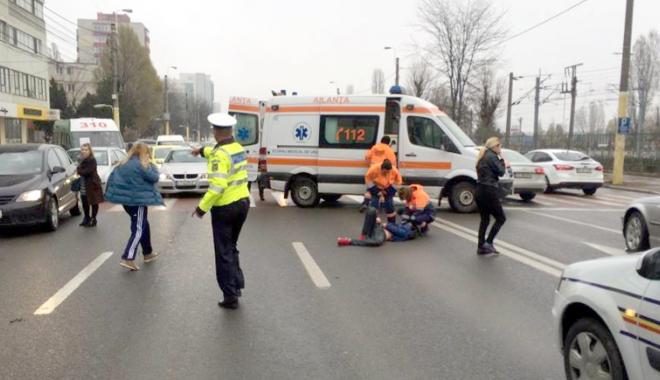Foto: A dat cu BMW-ul peste un minor. Rudele băiatului la un pas să-l linşeze pe şofer