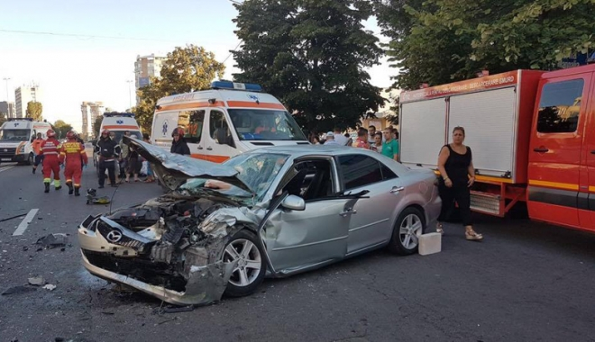 Foto: Accident cu cinci victime în zona ICIL,  după un impact frontal