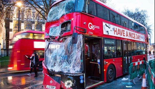 Foto: Accident de autobuz, la Londra