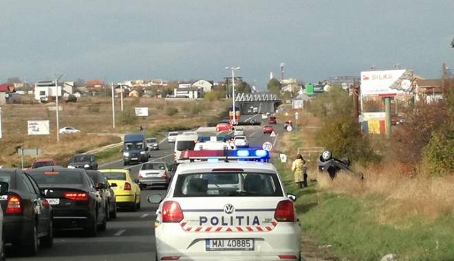 Foto: FOTO / S-a răsturnat cu maşina, între Ovidiu şi Constanţa. Trafic îngreunat