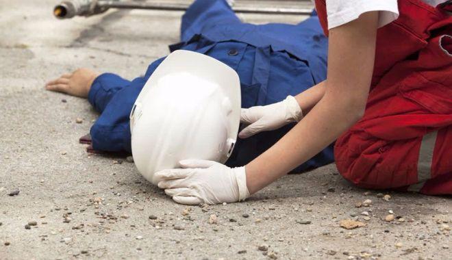 Foto: Un dulgher s-a lovit la cap la locul de muncă