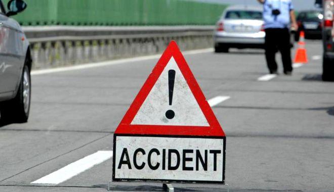 Foto: Accident rutier pe Autostrada Soarelui. Trei persoane au fost rănite