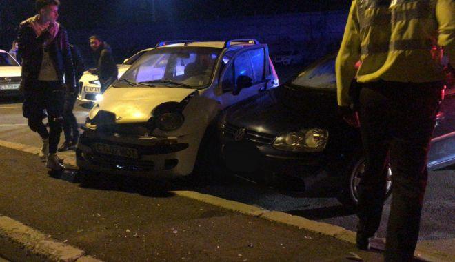 Foto: Două autoturisme lovite și o femeie vătămată în urma neatenției unui adolescent