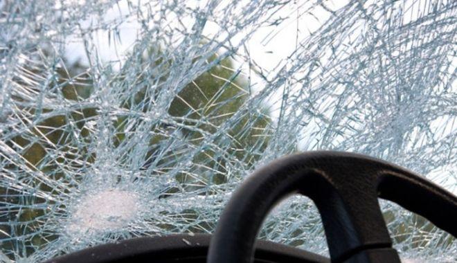 Foto: Accident în lanț pe autostrada. O fetiță de 10 ani, transportată de urgență la spital