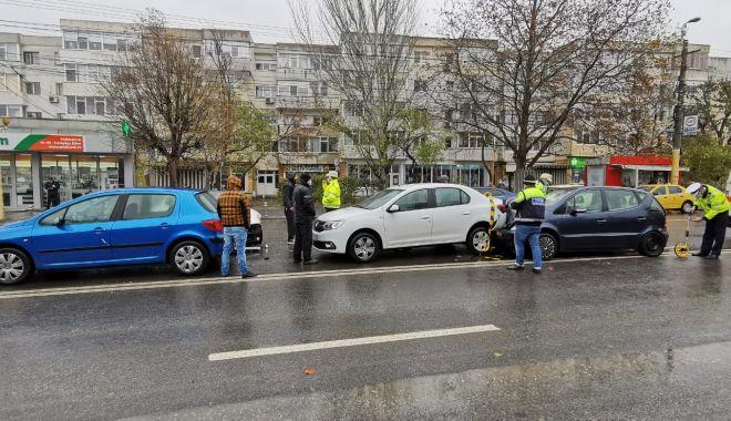 GALERIE FOTO. Carambol cu patru maşini, în Constanţa - accident-1607339691.jpg
