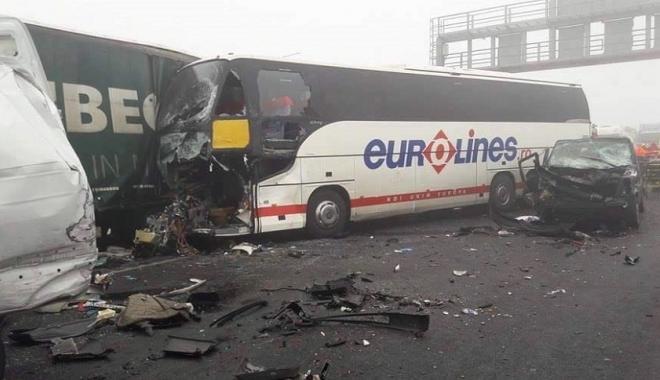 Foto: TRAGEDIE / Autocar românesc, implicat într-un accident în Ungaria. Patru persoane au decedat