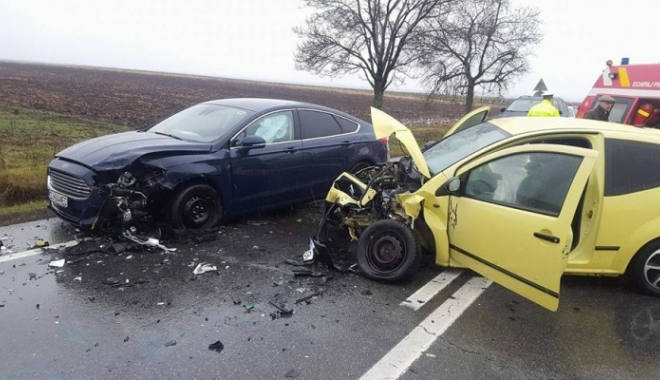 Foto: ACCIDENT cu patru maşini! Nouă persoane, printre care şi un copil, au fost implicate