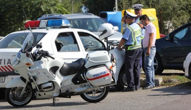 Foto: Maşina unui turist, avariată de bodyguarzii unui club din Mamaia