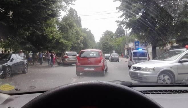 Foto: Trei maşini implicate într-un accident rutier, la Constanţa