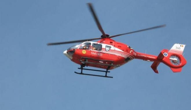 Foto: UPDATE. ACCIDENT RUTIER GRAV �n apropierea M�n�stirii Dervent. Elicopterul SMURD solicitat, dup� ce o ma�in� a c�zut �ntr-o r�p�