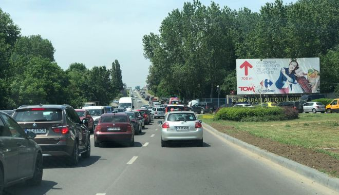 Trafic îngreunat în Constanța, din cauza unui accident dintre un microbuz şi un autobuz - accident2-1560251637.jpg