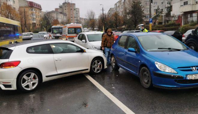 GALERIE FOTO. Carambol cu patru maşini, în Constanţa - accident2-1607339721.jpg