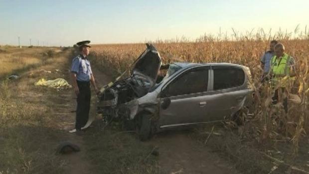 Foto: GRAV ACCIDENT RUTIER, provocat de un tânăr FĂRĂ PERMIS! O persoană a murit, iar alte patru au fost rănite