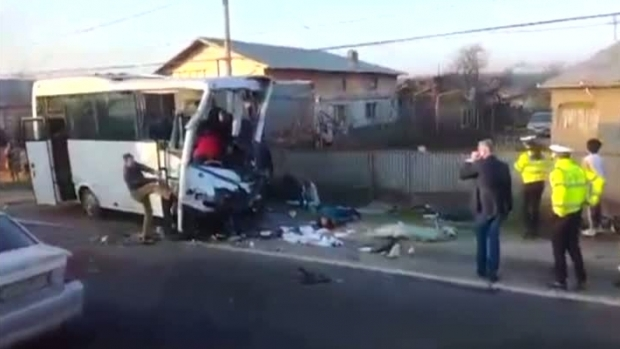 Foto: TRAGEDIE. Două persoane au decedat, iar alte opt au fost rănite, într-un accident grav