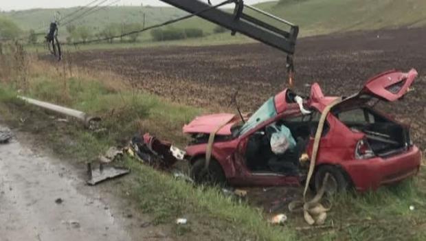 ACCIDENT RUTIER MORTAL. Un tânăr şi-a pierdut viaţa, după ce a intrat cu maşina într-un stâlp de iluminat - accident54875300-1492691739.jpg