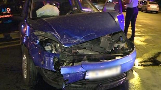 Foto: GRAV ACCIDENT RUTIER. Pietoni spulberaţi chiar pe trecere, după ce două maşini s-au ciocnit