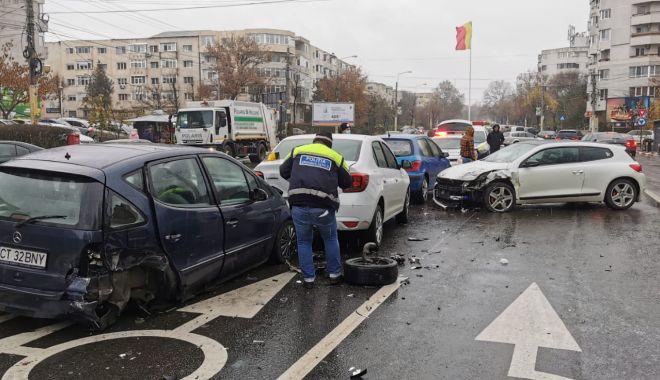 GALERIE FOTO. Carambol cu patru maşini, în Constanţa - accident7-1607339797.jpg