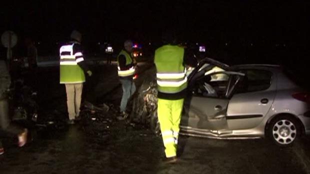 Foto: Grav accident rutier / Autoturism scăpat de sub control, maşină izbită în plin
