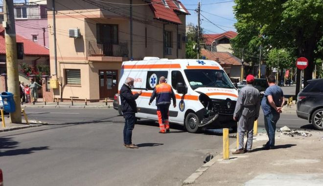GALERIE FOTO / UPDATE. AMBULANȚĂ IMPLICATĂ ÎNTR-UN ACCIDENT, în Constanța! - accidentambulantabun1-1589363969.jpg