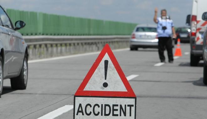 Foto: ACCIDENT RUTIER PE AUTOSTRADA SOARELUI, SPRE CONSTANŢA. Şase maşini implicate!