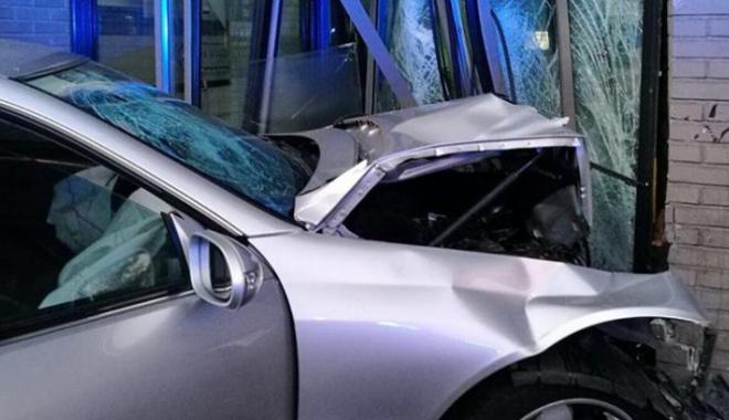 Accident cum rar se întâmplă! Un ŞOFER BEAT s-a izbit cu maşina chiar în SEDIUL FABRICII DE BERE - accidentbere352080200-1495193318.jpg