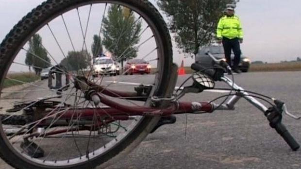 Foto: Doi bicicliști, soț și soție, accidentați mortal de un autoturism, pe DN 23