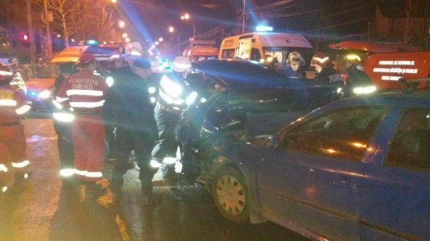 Foto: FOTO / GRAV ACCIDENT RUTIER, ÎN ACEASTĂ SEARĂ