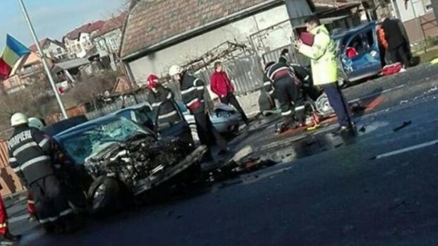 Foto: Accident teribil în ziua de Crăciun: O persoană a decedat şi mai multe au fost rănite