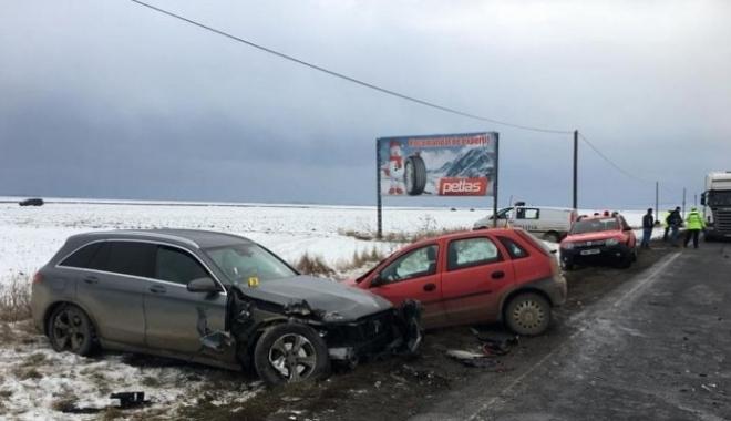 Foto: Carambol cu cinci maşini pe DN 11. Trei victime!