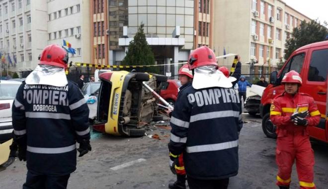 Foto: Taximetrist kamikaze. A făcut praf 7 maşini în dreptul Academiei Navale