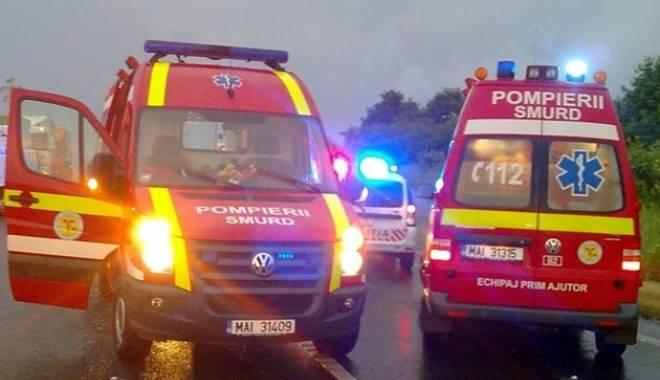 Foto: TRAGEDIE PE �OSEA! Doi oameni au murit! Motorul mașinii a zburat pe c�mp