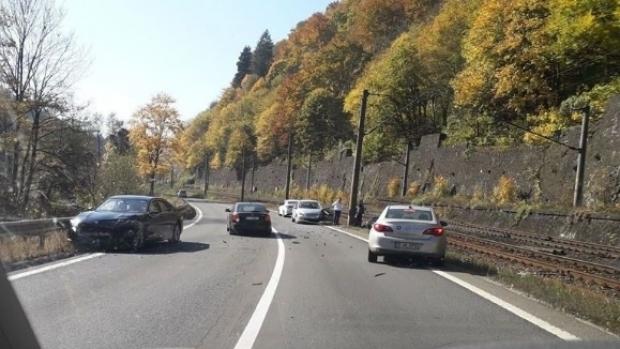 Foto: Circulație rutieră a fost blocată pe DN1, în urma unui accident grav