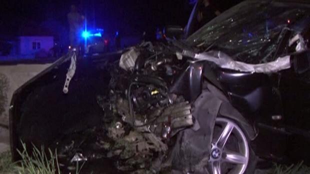 Foto: ACCIDENT GRAV! Cinci VICTIME, după ce o maşină s-a izbit violent de un cap de pod