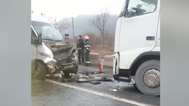 Foto: Grav accident de microbuz! A FOST ACTIVAT PLANUL ROŞU!