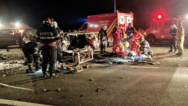 Foto: ACCIDENT CUMPLIT! Doi oameni au murit, alţi şase au ajuns la spital