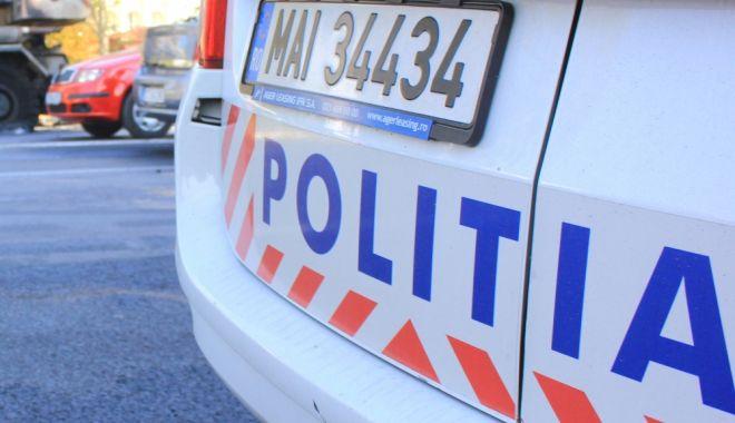 Foto: ACCIDENT RUTIER LA CONSTANŢA! O maşină s-a răsturnat pe carosabil
