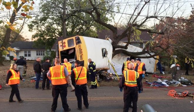 Foto: Tragedie în SUA. Copii morţi într-un accident cumplit, cu autobuzul şcolar