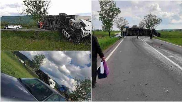 Foto: Carnagiu pe șosea, după impactul dintre un TIR și două mașini